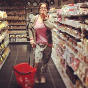 Anaïs en Pyj en plein shopping chez Héma